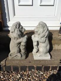 Pair concrete shield lions