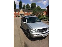 Mercedes ML 350 4x4 fully loaded half leather automatic box let trick windows Aircon sunroof