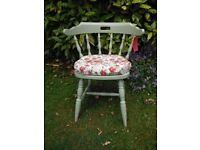 Old Shabby-Chic Vintage Captains Chair