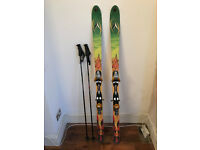 Dynastar Candide 165cm Skis (all mountain, twin tips, with salmon S810 bindings, poles, and skibag)