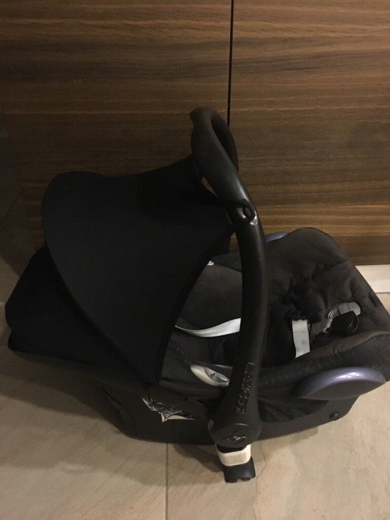 Maxi Cosy baby car seat from birth to 9 kg