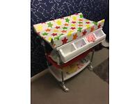Bonito Bebe baby bath changing station