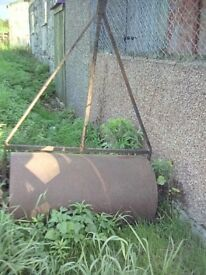 Garden Roller.Old fashioned garden roller 3 ft wide .Use as intended or as garden feature