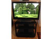Toshiba Regza 32 inch HDMI Freeview TV and Stand*