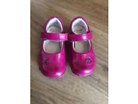 Girls Light up Clarks shoes size 4.5 G