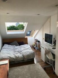 Spacious light attic room with ensuite and juliette balcony in beautiful Islington house with garden