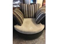 """AMAZING SWIVEL CHAIR LIKE BRAND NEW SPINS 360"""" ALL THE WAY ROUND WITH CUSHIONS"""