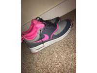 Size 5 Nike Air Max Thea