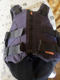 Body protector ,airowear zippa 2001 jnr size,