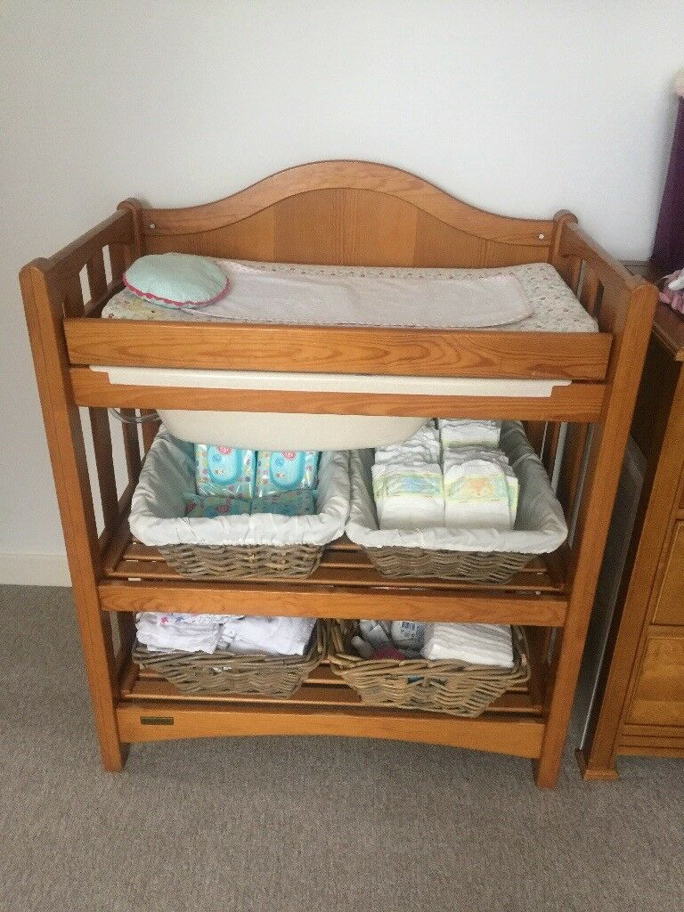 GREAT CONDITION SOLID WOOD MAMAS AND PAPAS CHANGER/BATH