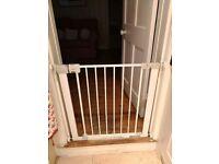Safety 1st Secure Tech Simply Close metal child gate adjustable