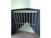 Hay rack - heavy duty to fit corner of stable