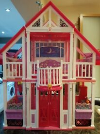 Barbie dream house with dolls & walking horse