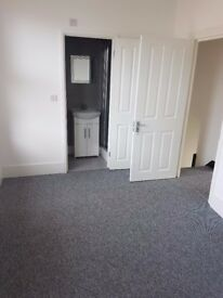 Spacious double en suite in newly refurbished house - £650PCM all bills included