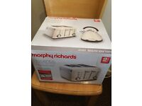 MORPHY RICHARDS 4 SLICE TOASTER, HARDLY BEEN USED WITH BOX, FULLY TESTED AND WORKING.