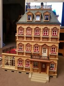 Victorian dolls house. Furnished