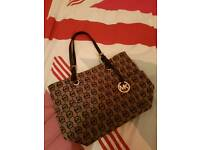 Genuine like new Micheal Kors bag worth £180 - REDUCED OFFER - in excellent condition