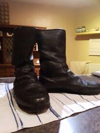 Mens size 9 Akito Motorcycle Boots