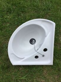 Corner sink in good condition