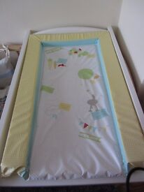 Cot Top Changer in White with changing mat