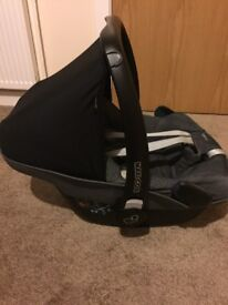 Maxi Cosy Pebble Car Seat and Family Fix Base