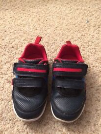 Young Boys clarks trainers 6.5 H