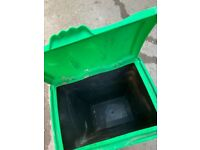 Dry dog/cat food bin