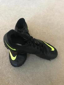 Men's Black and Lime Green Mecurial Astro Turf Boots - Size 7