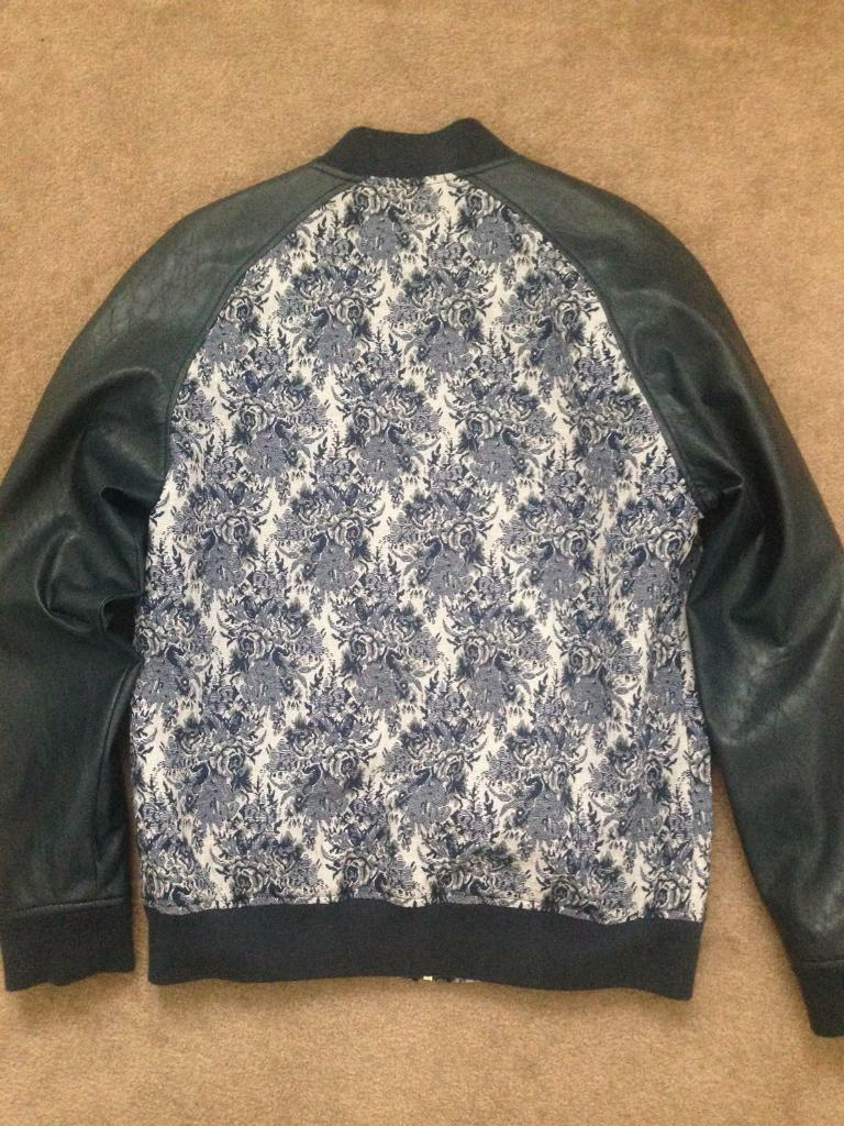 Navy blue and white men's ASOS bomber jacket for sale. Medium. In perfect condition.