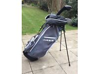 LADIES RIGHT HANDED INESIS GOLF CLUBS AND STAND BAG
