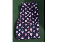 Uniqlo. Size M. Patterned cropped trousers.