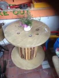 Indoor or outdoor cable reel table