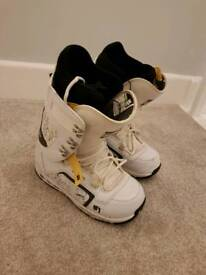 Snowboard boots size uk11