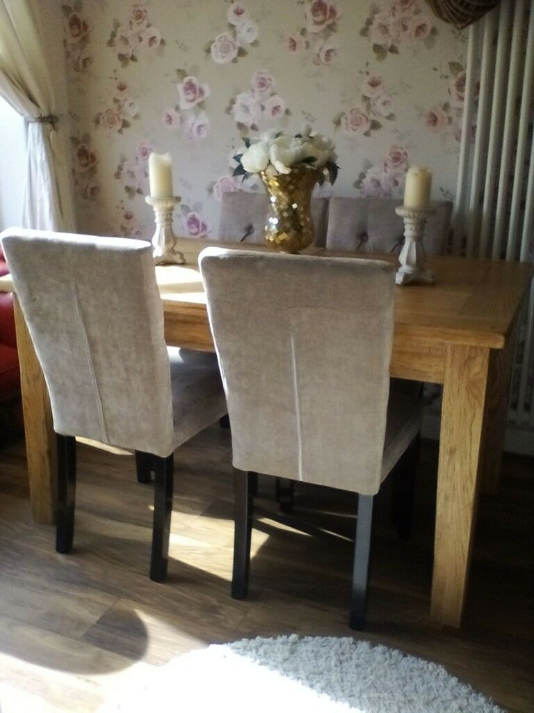 Beautiful Solid Oak Dining Room Table And Four Chairs In Immaculate Condition