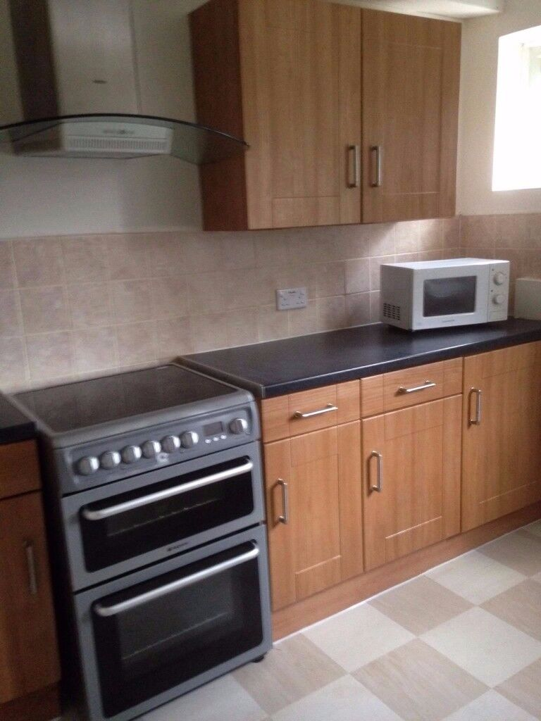 Double bedroom available**bills included