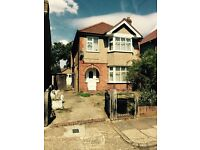 *STUDENTS* BEAUTIFULLY FOUR DOUBLE BED HOUSE WITH PRIVATE GARDEN WALKING DISTANCE TO BRUNEL UNI