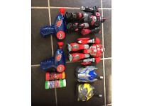 2 Battery Robots&2 battery walkie talkie&2 battery Spider-Man bubblegums with 2 pots bubbles