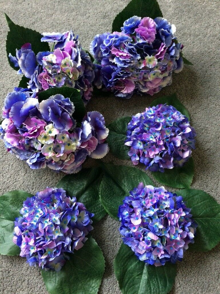 Blue hydrangea flowers for fishbowl table decorations