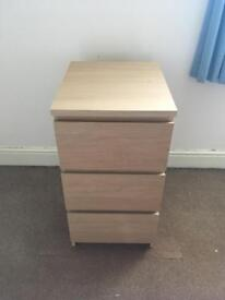 Chest of 3 drawers.