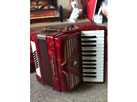 Classic worldmaster 32 bass accordion. Excellent condition