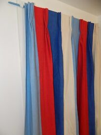curtains red, white, light and dark blue