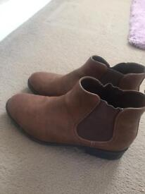 Lady's brown ankle boots size 7