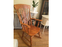 A LOVELY OLID BEECH ROCKING CHAIR WITH THE TRADITIONAL FIDDLE DESIGN TO THE CENTRE BACK
