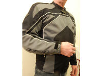 LIKE NEW BLACK IXON CARBONIC SPORT MOTORCYCLE TEXTILE JACKET Size Large L Motorbike Protection Grey