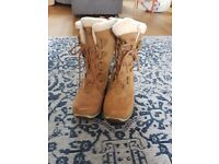 Nevica snow boots ladies size 8. New condition