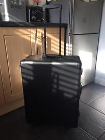 Portable make up case with illuminated mirror