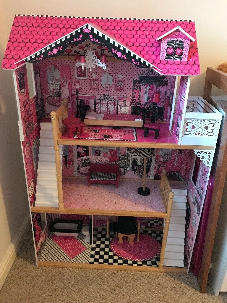 Dolls/barbie House