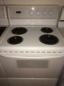 White Westinghouse Self Cleaning Stove/Range
