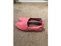 Ladies pink Toms size W8
