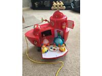 Twirlywoos boat with complete figures